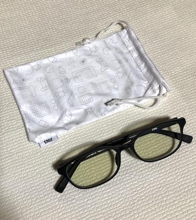 巾着とブルーライトメガネ