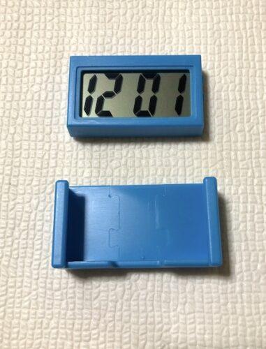 デジタル時計とホルダー