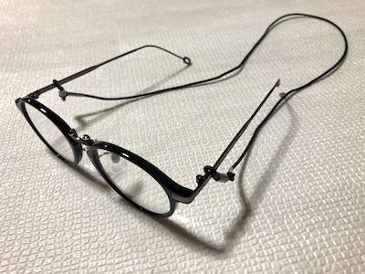 メガネチェーンを老眼鏡に装着