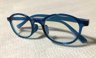 ブルーライトカットメガネ子供用畳んだ横置き