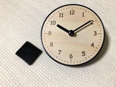 スタンド付き時計とスタンド