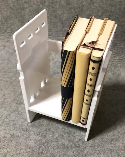 お助け本棚に本を置く