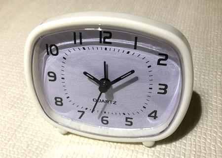 100均ダイソーの目覚まし時計全体